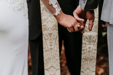 Cerimonia religiosa matrimonio all'aperto