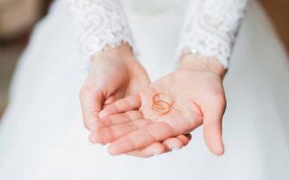 Sposa con fedi
