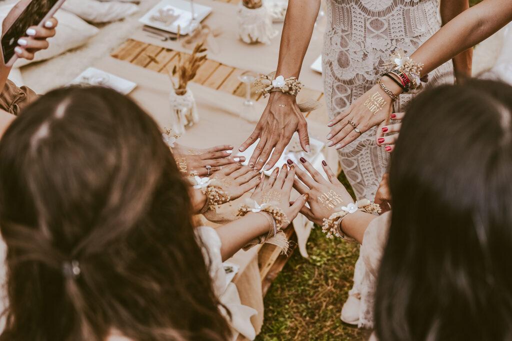 Testimone di nozze all'addio al nubilato
